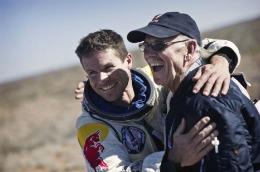 Felix Baumgartner a sărit de la 21.800 metri din spaţiu – FOTO