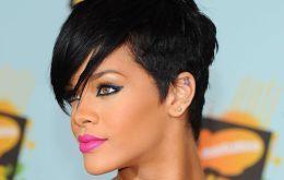Ce curaj a avut Rihanna! S-a fotografiat nemachiată şi a făcut imaginea publică – FOTO