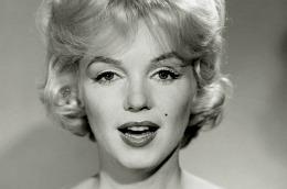 Marilyn Monroe topless, la ultima ei şedinţă fotografică. Fotografiile vor fi vândute la licitaţie