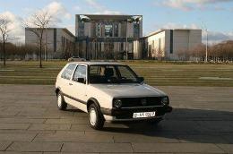 Poţi să crezi că un nebun a dat peste 10.000 de euro pe maşina asta? Vezi motivul!