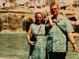 Ce cuplu ciudat! Au purtat haine identice timp de 30 de ani!