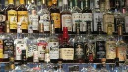 Trei moldoveni, arestați în Italia pentru că au furat whisky și coniac