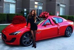 Xenia Deli a primit în dar un Maserati!