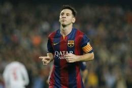 Messi, lovit de o sticlă de plastic aruncată din tribune la Valencia