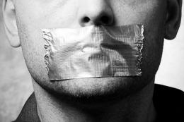 Unde mai este libertatea?! Emailurile unor jurnalişti de prestigiu, interceptate