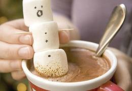 Ciocolata caldă băută seara ne relaxează