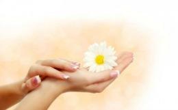 Ce înseamnă petele albe de pe unghii