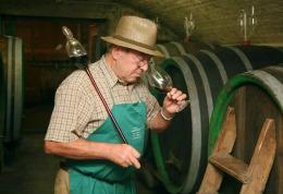 Sticlă de vin deschisă după 151 de ani! Ce gust avea?