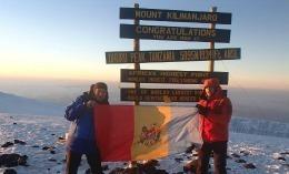 Ion Sturza a arborat tricolorul pe Kilimanjaro! FOTO