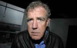 Efectele concedierii lui Jeremy Clarkson. Directorul general al BBC a primit mesaje de ameninţare
