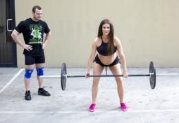 """O gravidă în 26 de săptămâni ridică greutăţi de 30 de kg: """"Pentru mine, asta nu înseamnă nimic"""" FOTO"""