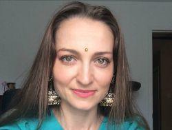 Indienii DANSEAZĂ SÂRBA, învăţaţi de o actriţă basarabeancă! VIDEO