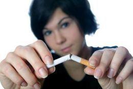 Fumatul în primele trei luni de sarcină, risc major pentru bebeluşi