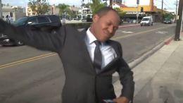 Așa ceva…! Ce făcea un reporter când credea că NU E FILMAT! VIDEO