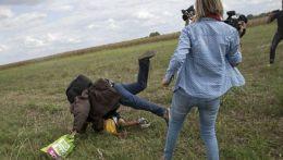 Jurnalista care a lovit imigranţi cu piciorul vorbeste despre gestul ei. Ce explicaţii a dat