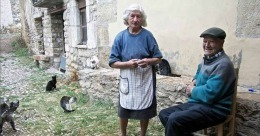 ULUITOR! Doi spanioli, soț și soție, sunt de 45 de ani singurii locuitori dintr-un sat!