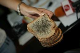 Ce se întâmplă dacă mănânci alimente mucegăite