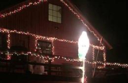 Au chemat poliţia când au văzut cum şi-a decorat casa de Crăciun