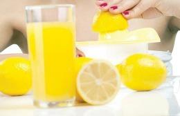 Sucul de lămâie vindecă gingiile