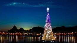 Așa arată cel mai mare brad de Crăciun plutitor din lume // VIDEO