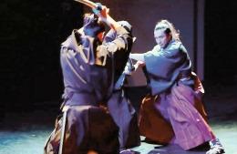 Actor tăiat la repetiţii cu sabia de samurai!