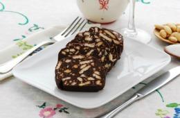 Salam de biscuiţi cu vişine din vişinată