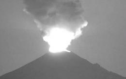Alertă în Mexic. Vulcanul Popocatepetl erupe, iar lava se întinde pe 2 kilometri // VIDEO