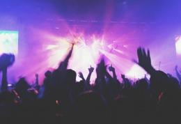 Focuri de armă în timpul unui concert din New York. O persoană a murit și alte trei au fost rănite
