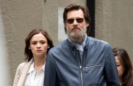 Jim Carrey acuzat de moartea fostei sale iubite. Pe numele lui a fost depusă o plângere oficială