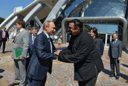 Vladimir Putin i-a oferit pașaportul rusesc lui Steven Seagal