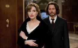 """Johnny Depp, vizite nocturne în vila Angelinei Jolie. Copiii actriței îi spun """"tata Johnny"""""""