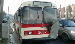 Flăcări într-un troleibuz din capitală: A fost distrus panoul de control al vehiculului