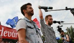 """Cătălin Josan şi Pasha Parfeni, intimidaţi din nou: Interpreţii au fost excluşi de la un concert de anvergură; """"O guvernare mafiotă a ajuns să se teamă de un tricou"""""""