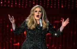 Adele, desemnată pentru a treia oară «Persoana Anului»