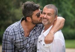 George Michael se chinuia să scape de iubitul său. Nu-l mai lăsa nici în casă