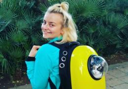 Sia, tânăra care îi învaţă engleză pe spanioli